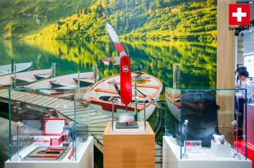 VICTORINOX 维氏集团亮相首届中国国际消费品博览会
